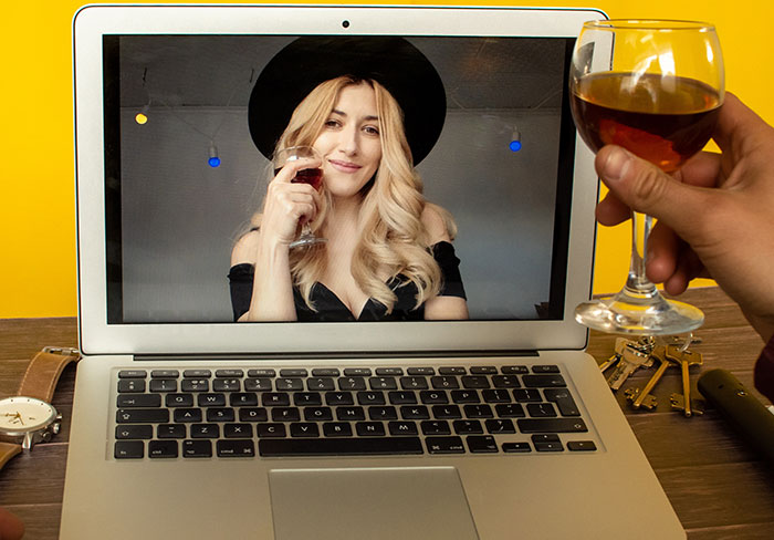 How to Make a Good Impression on a Virtual Date